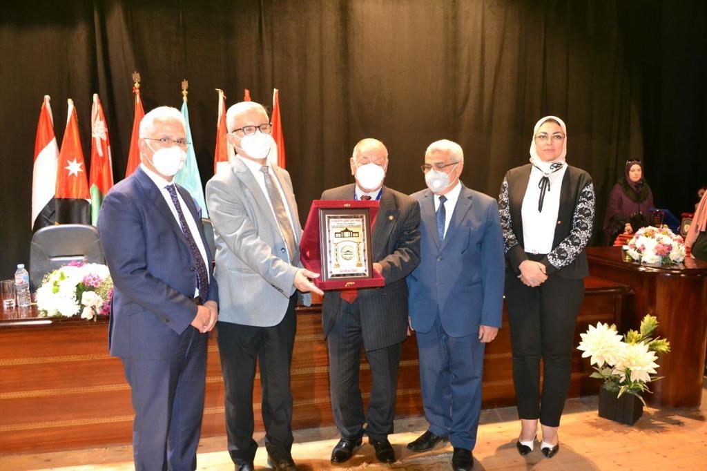 جامعة مصر للعلوم والتكنولوجيا تفوز بالمركز الأول للمرة السابعة فى مؤتمر اتحاد الجامعات العربية (5)