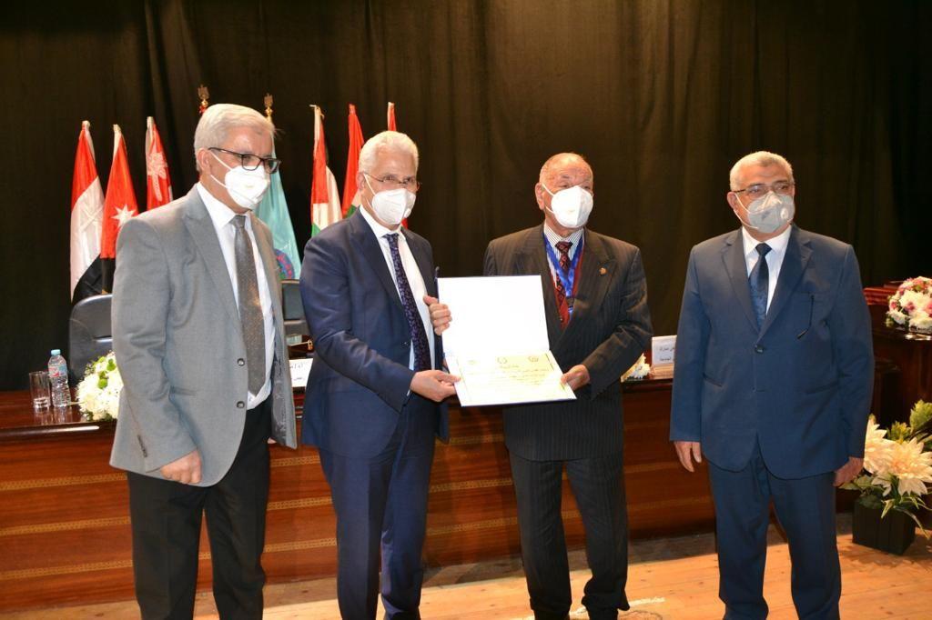 جامعة مصر للعلوم والتكنولوجيا تفوز بالمركز الأول للمرة السابعة فى مؤتمر اتحاد الجامعات العربية (3)
