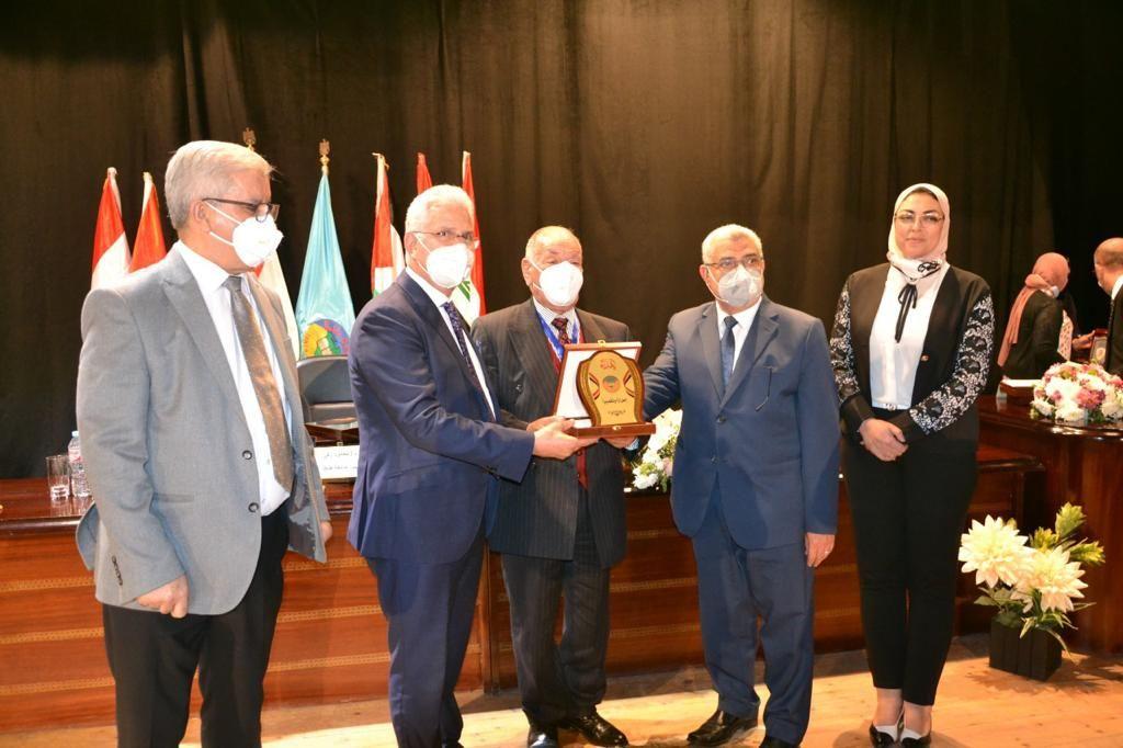 جامعة مصر للعلوم والتكنولوجيا تفوز بالمركز الأول للمرة السابعة فى مؤتمر اتحاد الجامعات العربية (4)
