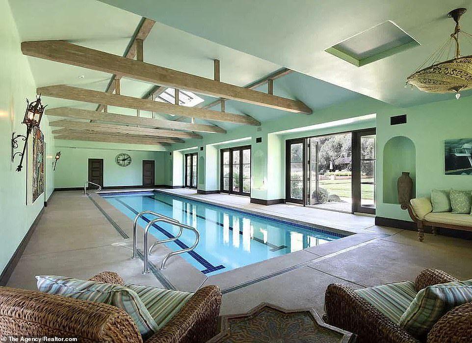 حمام السباحة فى القصر