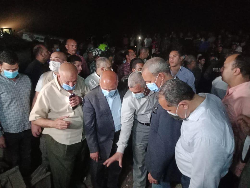 وزير النقل يتفقد موقع حادث قطار طوخ (1)