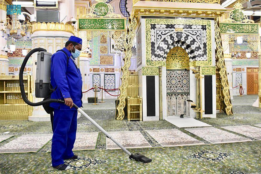 تعقيم المسجد النبوي