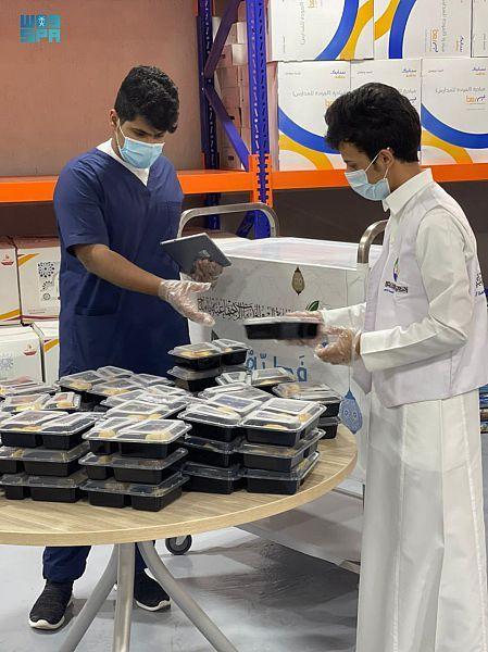 موائد الإفطار الخيرية بأملج من الخيام إلى التوصيل - المواطن