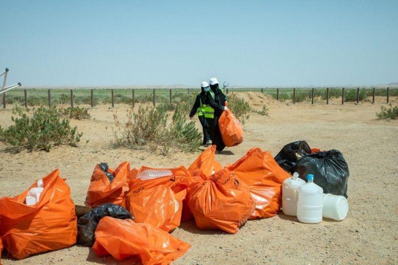 48 متطوعاً يشاركون بمبادرة نظافة محمية الملك عبدالعزيز الملكية - المواطن