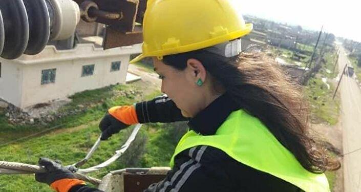 مهندسة كهرباء سورية