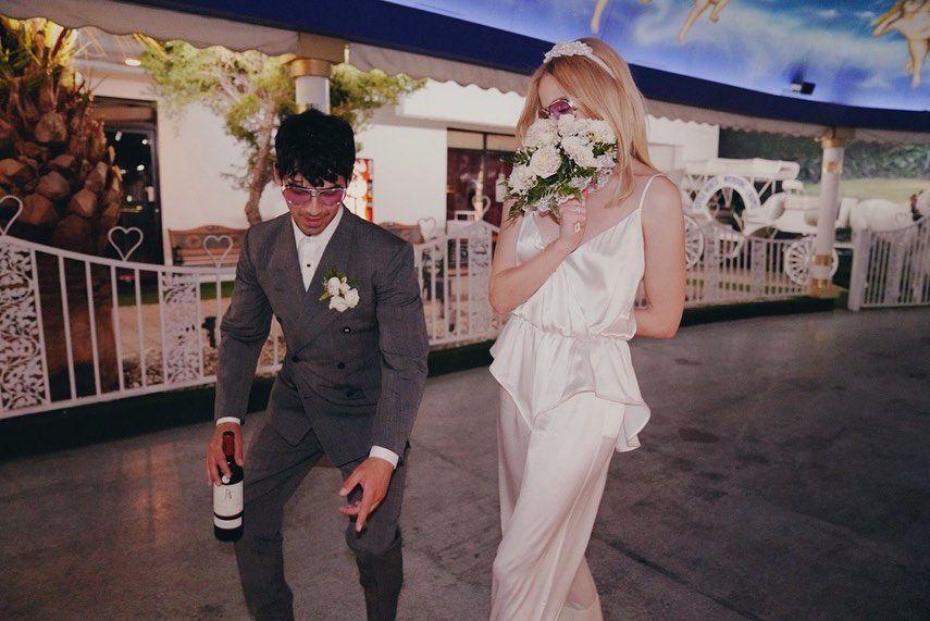 صوفى ترينر فى صورة من حفل زفافها