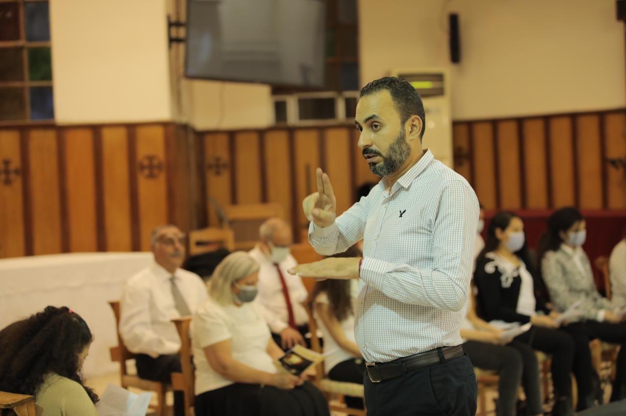 الكنيسة الأسقفية توفر ترجمة فورية بلغة الإشارة (1)