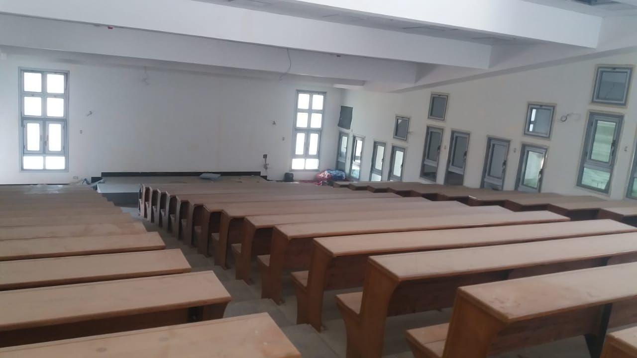 قاعات المحاضرات بجامعة بنها الأهلية