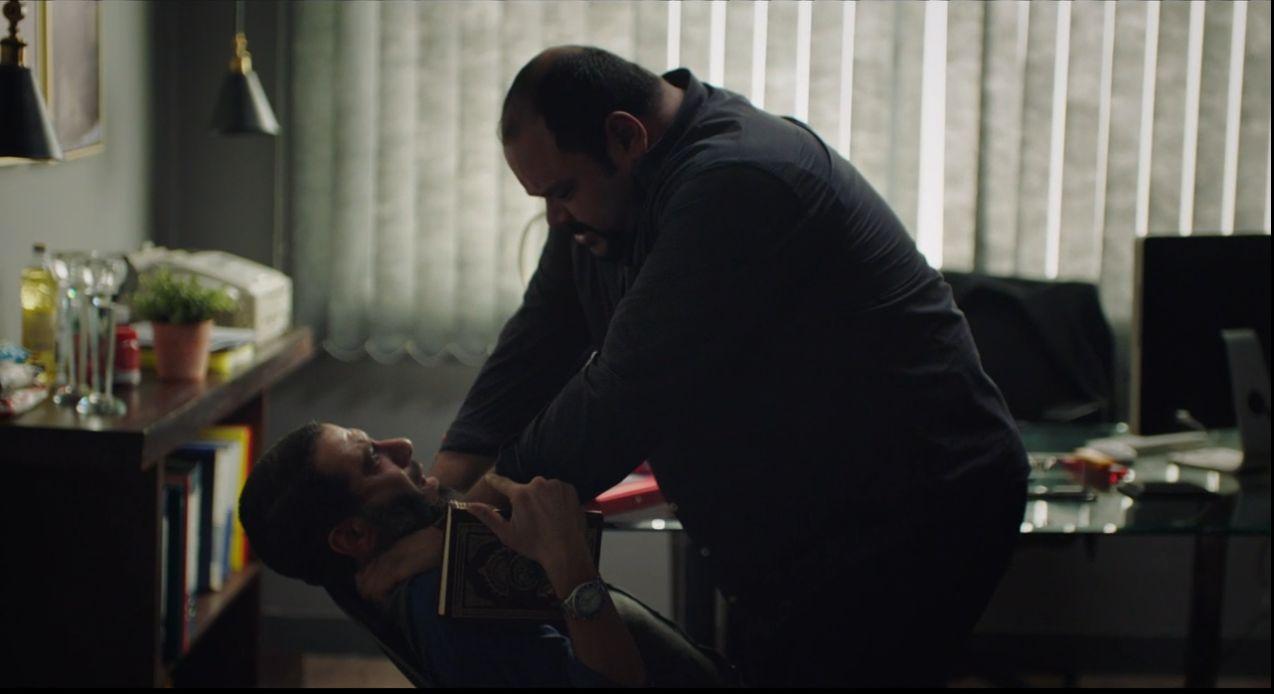محمد ممدوح يحاول خنق محمد فراج