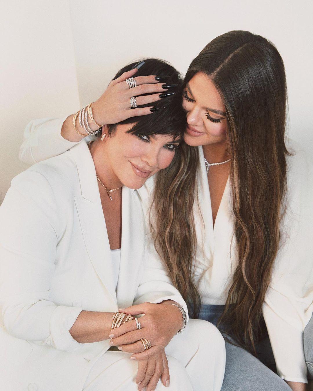 كلوي كاردشيان مع والدتها