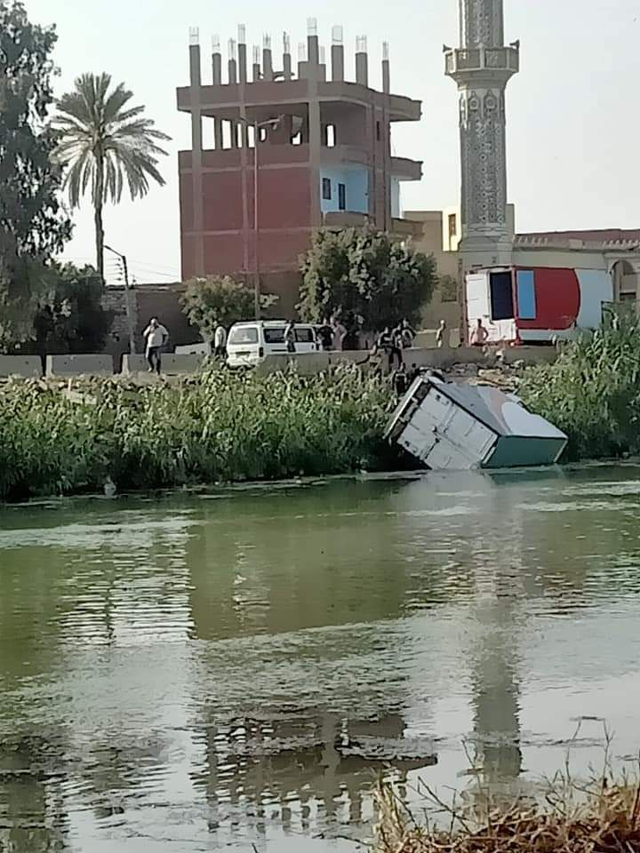السيارة بعد سقوطها بمياه الرياح التوفيقى