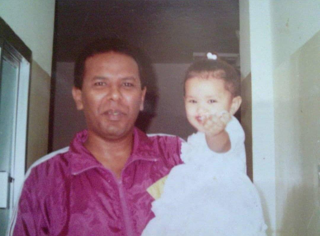 تقى فى طفولتها مع والدها الراحل