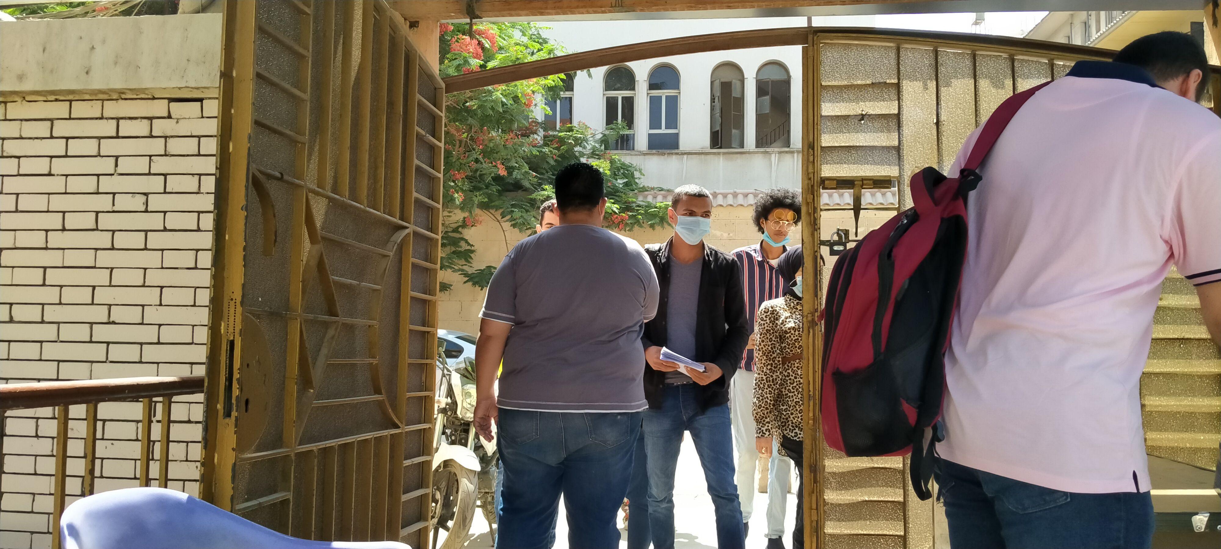 تطبيق الإجراءات الوقائية من كورونا خلال امتحانات نهاية العام بجامعة حلوان