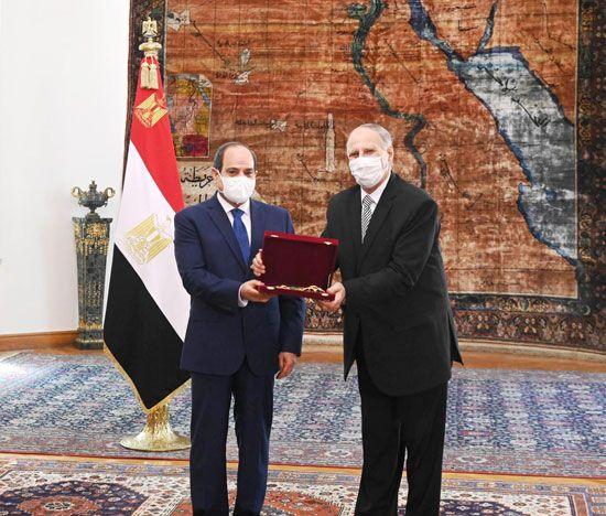 الرئيس السيسي يشهد أداء المستشار حسين مصطفى فتحي اليمين الدستورية كرئيس لجهاز شؤون الدولة (5)