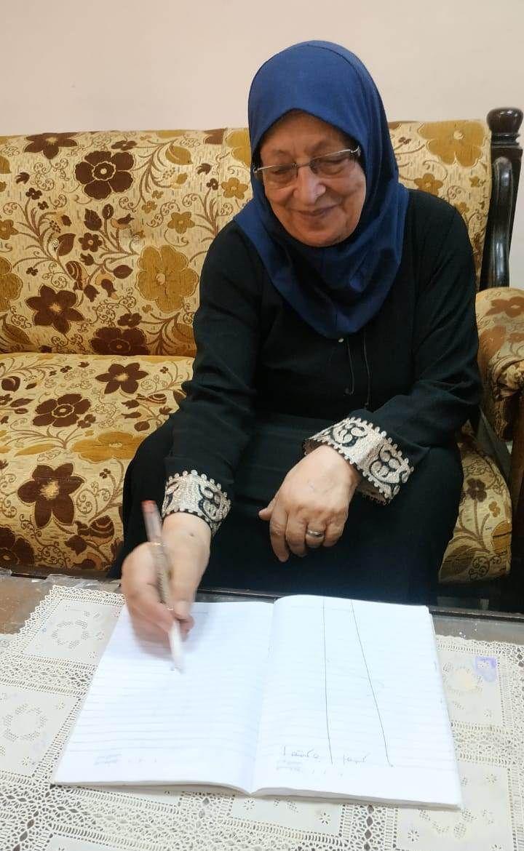 الشيخوخة لم تمنع سميرة رجب من التعلم