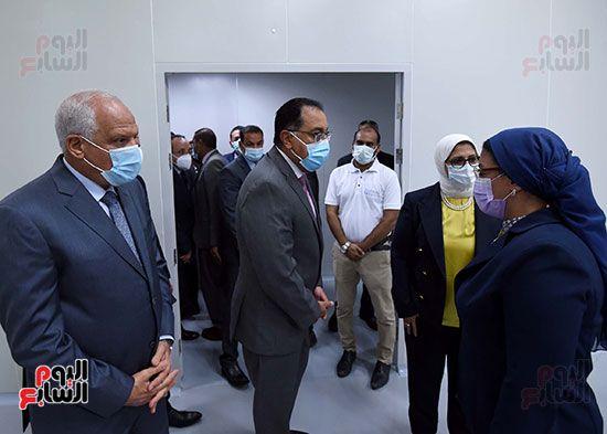 رئيس مجلس الوزراء يتفقد مصنع انتاج اللقاحات (17)