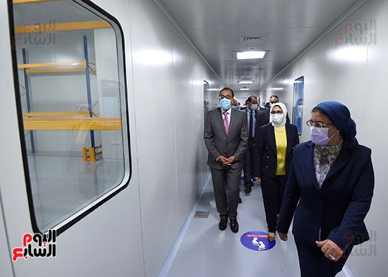 رئيس مجلس الوزراء يتفقد مصنع انتاج اللقاحات (16)