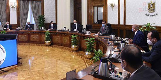 رئيس الوزراء يلتقي الرئيس التنفيذي لشركة سيمنز العالمية (3)