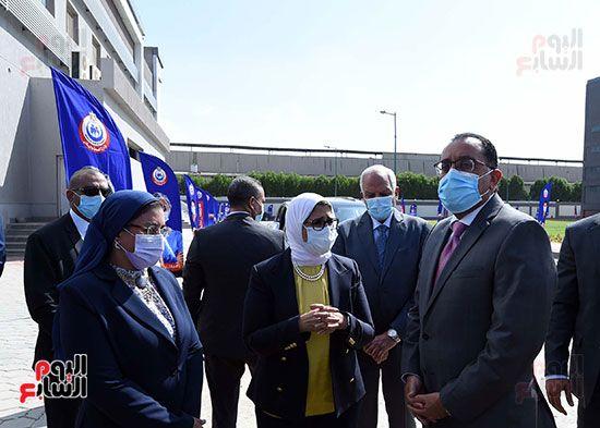رئيس مجلس الوزراء يتفقد مصنع انتاج اللقاحات (10)