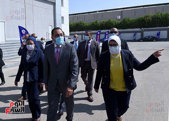 رئيس مجلس الوزراء يتفقد مصنع انتاج اللقاحات (25)