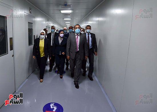 رئيس مجلس الوزراء يتفقد مصنع انتاج اللقاحات (18)