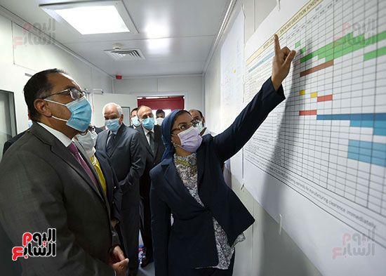 رئيس مجلس الوزراء يتفقد مصنع انتاج اللقاحات (12)