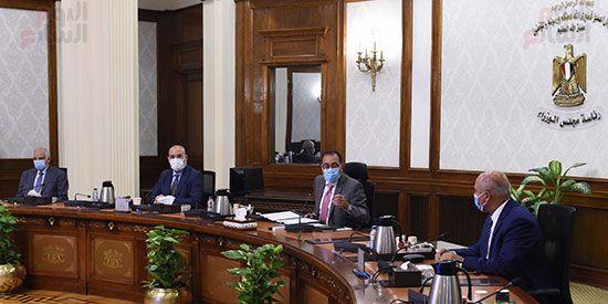 رئيس مجلس الوزراء يستعرض مقترح انشاء وتشغيل محطة حافلات مركزية (3)