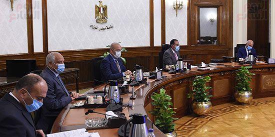 رئيس مجلس الوزراء يستعرض مقترح انشاء وتشغيل محطة حافلات مركزية (1)