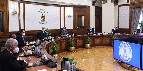 رئيس الوزراء يلتقي الرئيس التنفيذي لشركة سيمنز العالمية (1)