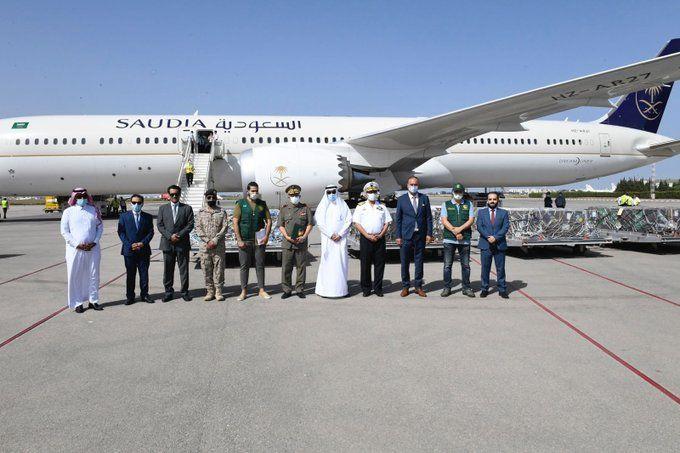 بتوجيه الملك سلمان.. وصول طائرة مساعدات تحمل الأكسجين الطبي إلى تونس