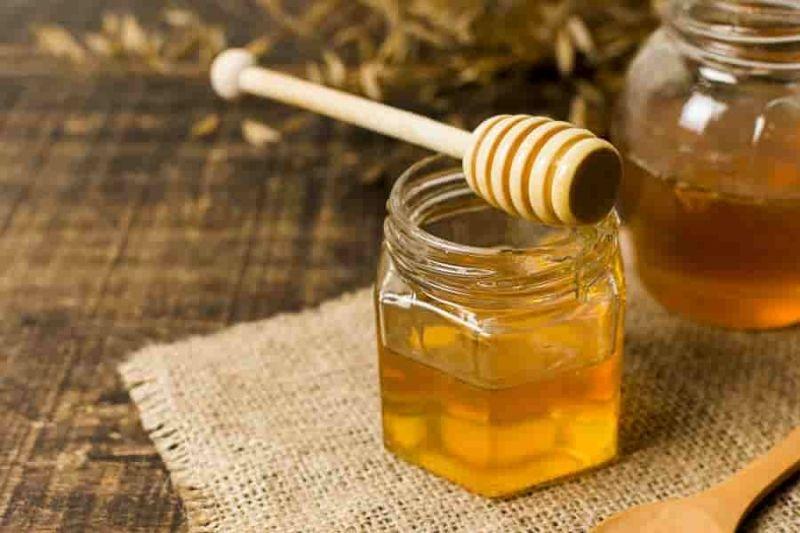 فوائد وضع العسل على الوجه