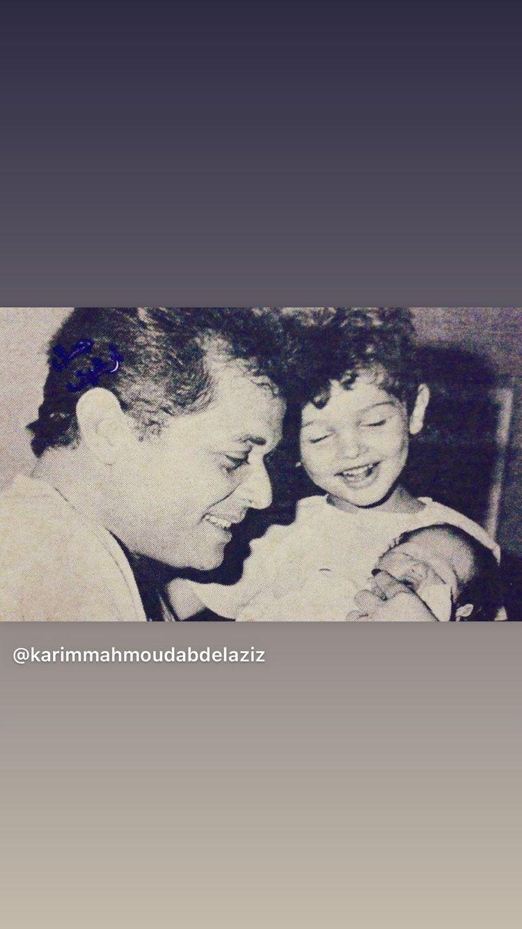 محمود عبد العزيز مع ابنيه محمد وكريم فى طفولتهما