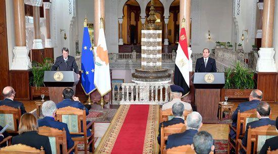 جلسة مباحثات ثنائية بين الرئيس السيسي ونظيره القبرصي في القصر الاتحادي (6)