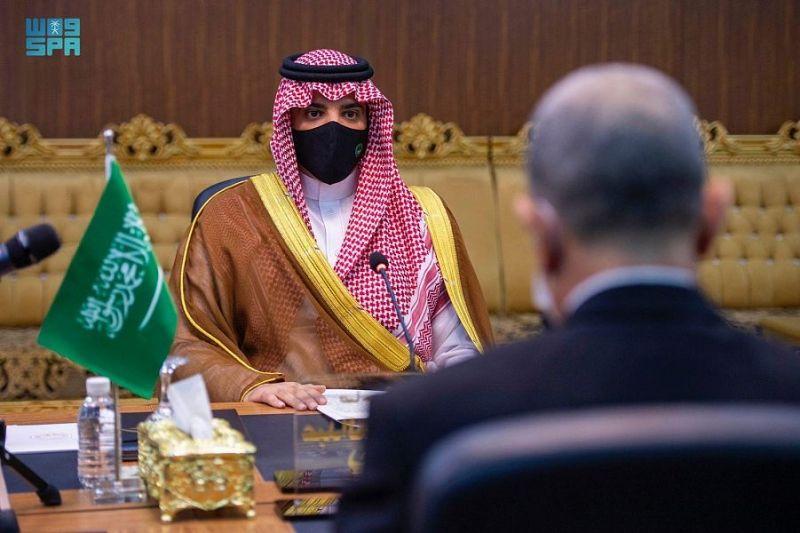 عبدالعزيز بن سعود يعقد جلسة مباحثات رسمية مع نظيره العراقي لبحث سبل التعاون - المواطن