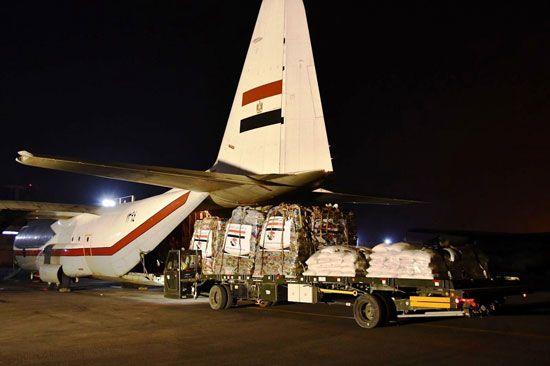 مصر ترسل جسر مساعدات إنسانية ثاني إلى السودان (2)