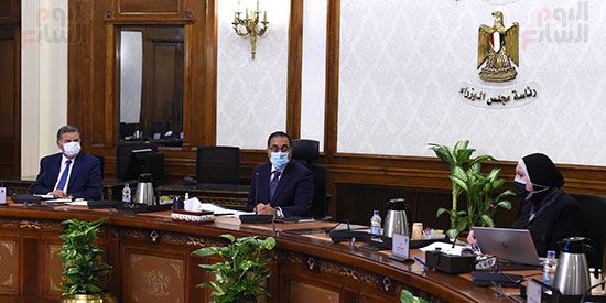 اجتماع رئيس مجلس الوزراء (4)