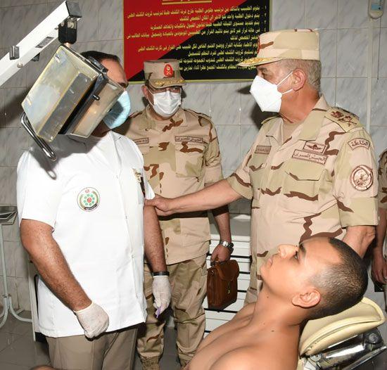 وزير الدفاع يتفقد اختبارات القبول للجامعات العسكرية (4)