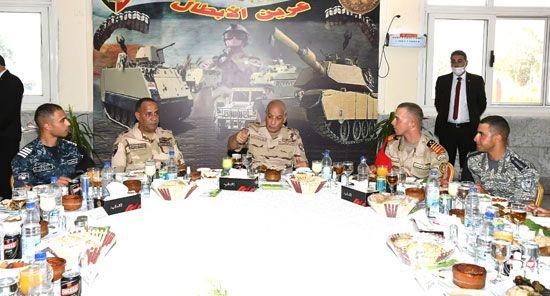 وزير الدفاع يتفقد امتحانات الدخول للكليات العسكرية (8)