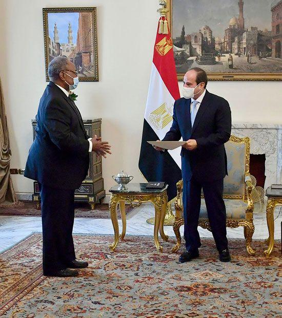 الرئيس السيسي يتلقى رسالة من تشيسيكيدى الرئيس الحالى للاتحاد الأفريقى (1)