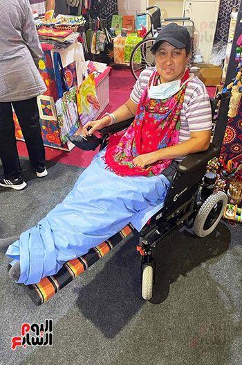 الصحة توفير كرسى متحرك ورعاية طبية بالمجان لإحدى المشاركات بمعرض تراثنا (2)