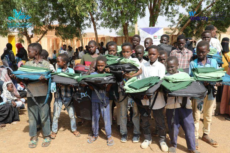 الندوة العالمية توزع الحقائب المدرسية والزي الطلابي على 3000 تلميذ وتلميذة بالسودان - المواطن