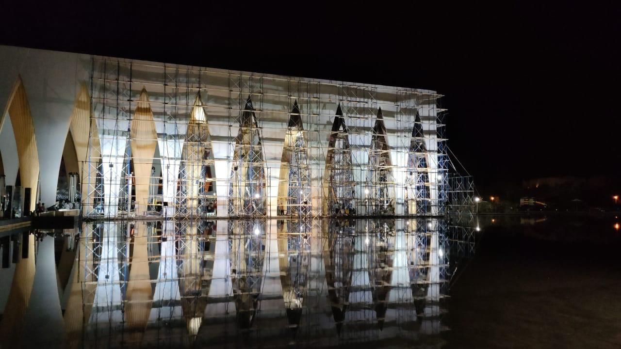 انتهاء طلاء الأجزاء المحترقة لمكان حفل افتتاح مهرجان الجونة السينمائي فى ساعات (4)
