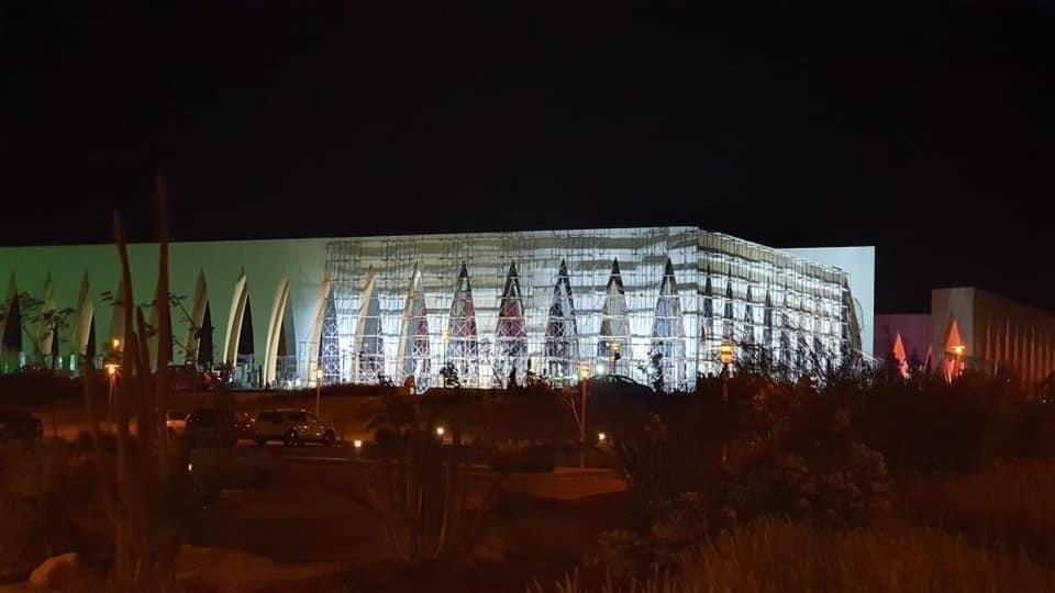 انتهاء طلاء الأجزاء المحترقة لمكان حفل افتتاح مهرجان الجونة السينمائي فى ساعات (3)