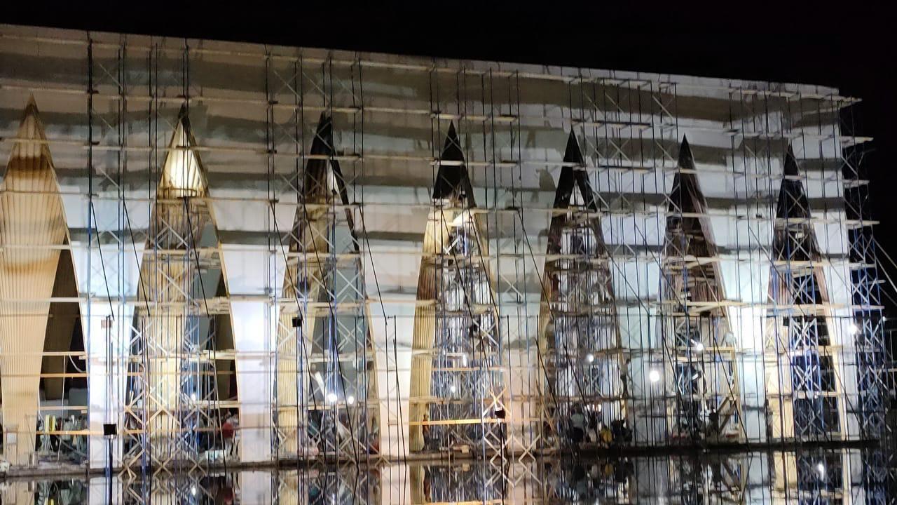 انتهاء طلاء الأجزاء المحترقة لمكان حفل افتتاح مهرجان الجونة السينمائي فى ساعات (1)