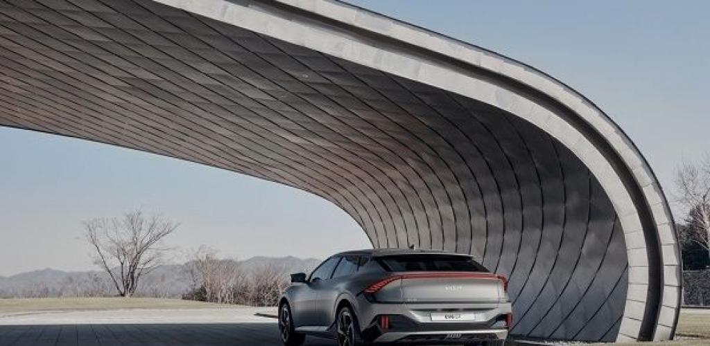 مزايا ومواصفات سيارة كيا الكهربائية الجديدة EV6 الرياضية