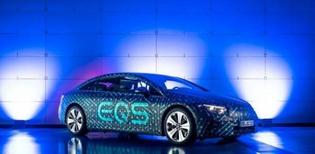 """""""مرسيدس"""" تعلن بدء إنتاج سيارتها الكهربائية """"إي كيو إس"""""""