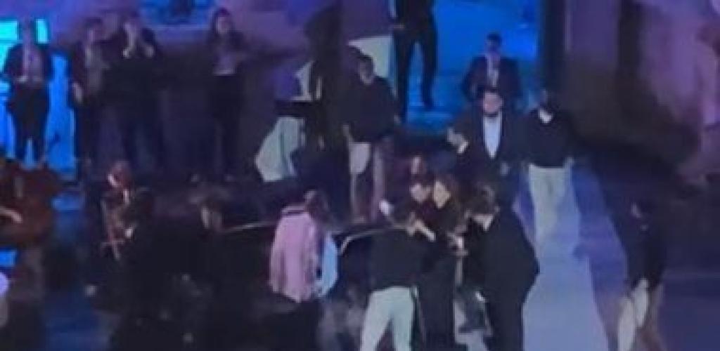 لحظة إغماء ماجدة الرومى ومحاولة إنقاذها خلال احيائها حفلا فى الأردن.. فيديو