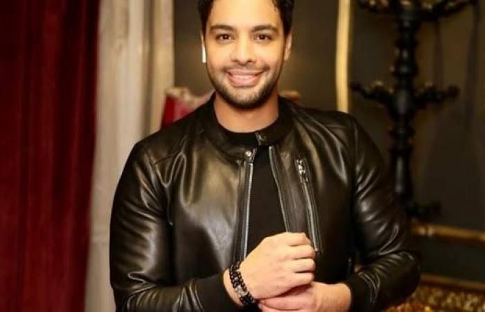 """رد أحمد جمال على إشادة محمد بن سلطان آل نهيان بأغنيته """"اضحكي"""""""