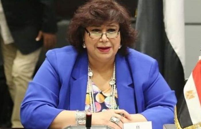 """وزيرة الثقافة تطلق أولى فعاليات """"قوافل المسارح المتنقلة"""" من الأسمرات"""