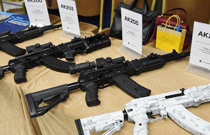 المستقبل لهذا السلاح... مصمم أسلحة روسي يوضح كيف يحل سلاحه أخطر مشكلة خلال إطلاق النار